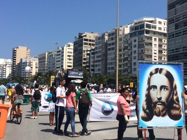 Marcha contra a intolerência religiosa reuniu representantes de várias religiões na orla de Copacabana (Foto: Alba Valéria Mendonça/G1)