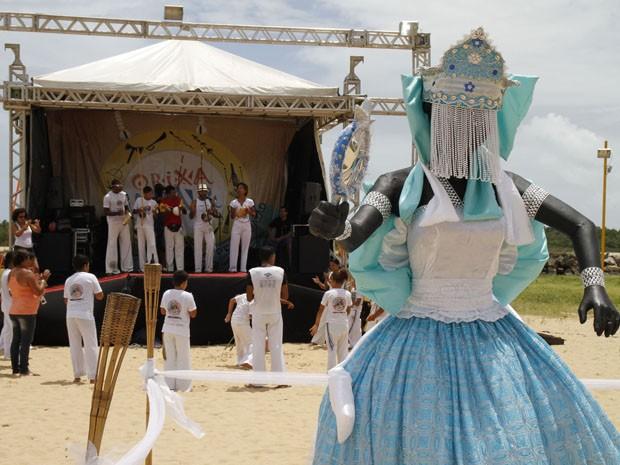 Projeto expõe adereços, figurinos e imagens de festa de Yêmanjá (Foto: Divulgação/ Maker Mídia)