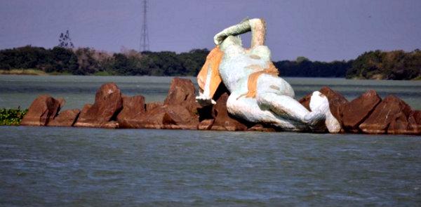 Político atribuiu à estátua a culpa por não haver chuva