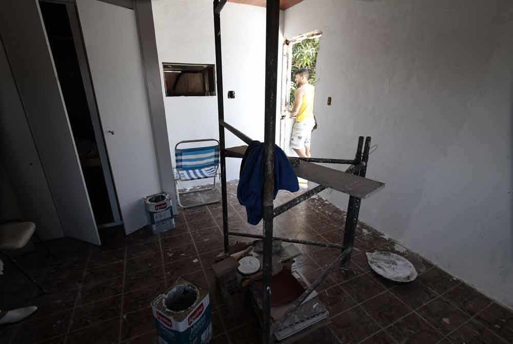 Prédio está passando por reforma para oferecer serviços à população Foto: Guga Matos/JC Imagem