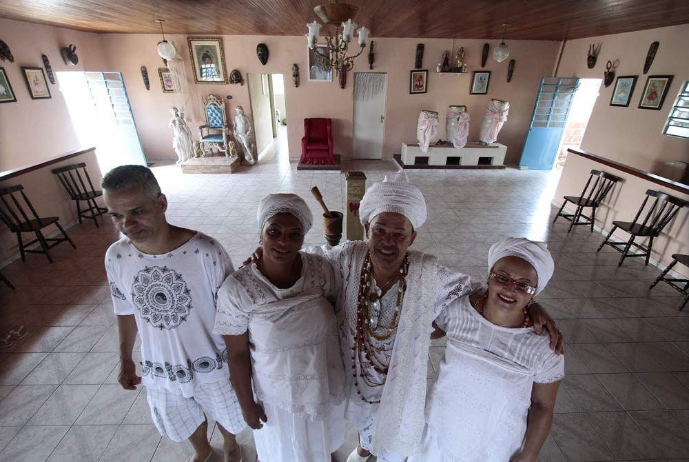 Pai Toninho (no centro) está à frente do projeto e espera contar com parcerias Foto: Guga Matos/JC Imagem
