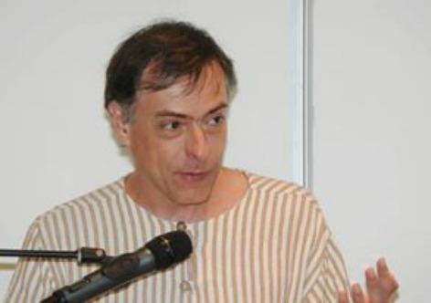 Arquivo pessoal Claudio Daniel é poeta, tem diversas obras publicadas e contribui periodicamente com o Vermelho