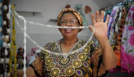 Rio de Janeiro - Mãe Nilse de Iansã diz que as oficinas de culinária afro-brasileira estão entre as atividades mais procuradas no terreiro Ilê Omolu Oxum, em São João de MeretiTomaz Silva/Agência Brasil
