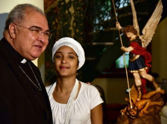 Arcebispo do Rio e a menina que levou pedrada no Rio. /ARQRIO