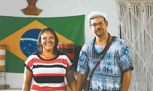 Ela recebe os adeptos da religião do marido em casa e ele a leva para cultos. Juntos há 20 anos, condenam qualquer forma de violência. Foto: Paulo Paiva/ DP/ DA Press