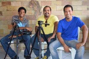 """A equipe do IME que produziu o vídeo """"Vamo Ngudiá: Rosalvo Neto, Sérgio Sacramento e Geilson Souza. Foto: IME/Divulgação"""