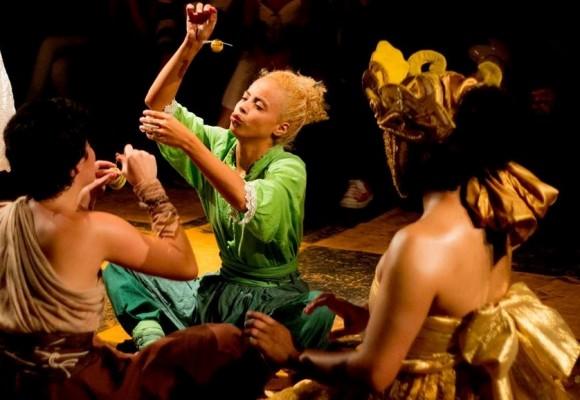 A peça destaca os festejos populares e os rituais celebrados em terreiros / Foto: Divulgação
