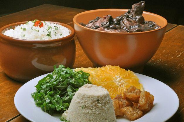 Terra Brasilis: Feijoada é um ícone da gastronomia nacional, e contam que foi criada nas senzalas e era um dos alimentos dos escravos da época colonial