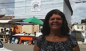 Luciene garante que a chegada de igrejas evangélicas influencia chegada de fiés no Morro Foto: Marília Banholzer/NE10