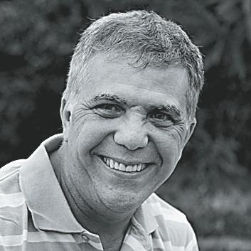 O médium e fundador do centro espírita Cavaleiros da Luz, José Medrado(Foto: Angeluci Figueiredo)