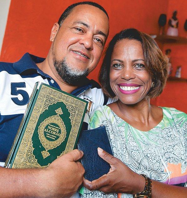Osman Santos é muçulmano e Roseli Ferreira, evangélica: casal se conheceu no trabalho há 11 anos e está junto há 10