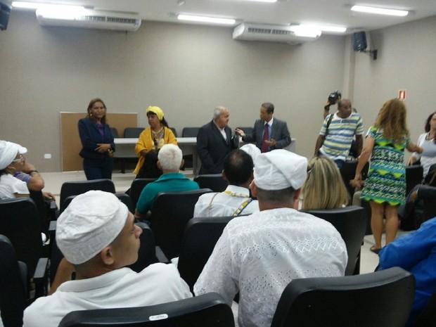 MP tenta encontrar solução satisfatória aos dois grupos religiosos (Foto: Lucas Leite/G1)