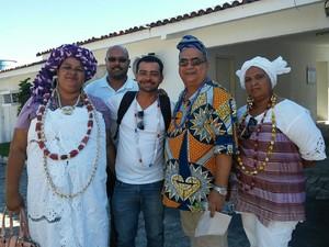 Da esq.: mãe Ziza, Wagner Mendes, Rodrigo Petinati, pai Célio e Flavia de Oyá (Foto: Lucas Leite/G1)
