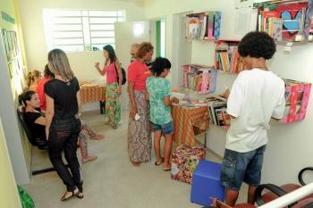Leonardo Silveira Sala de leitura recebeu jovens e moradores no dia da inauguração