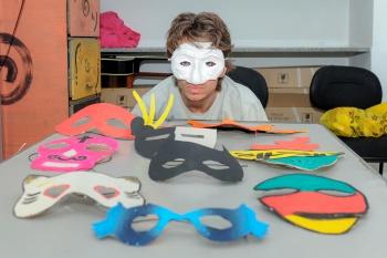 Leonardo Silveira Rodolfo Talles Pinheiro Bir promoveu oficina de confecção de máscaras