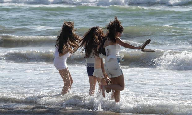 Foto: Clemilson Campos/arquivo/JC Imagem Pular sete ondas após a virada do ano é uma tradição africana