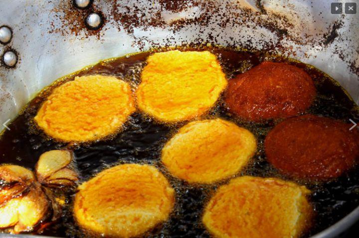 Acarajé frito no óleo de dendê. Eloi CorrêaSite 'Bahia tem dendê'