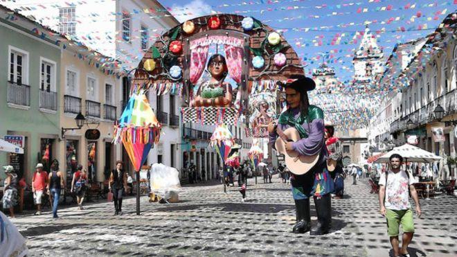 Image copyrightMalika ShahImage captionBlogueira diz que relação do brasileiro com a música é especial e intensa