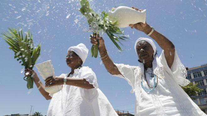 Image copyrightFabio TeixeiraImage captionMais de 70% dos casos de ofensas, abusos e atos violentos registrados no Estado do Rio são contra pessoas de religiões africanas