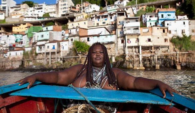 Sandra Santos, autora do blog Gordinhas Lindas da Bahia, representa Iemanjá