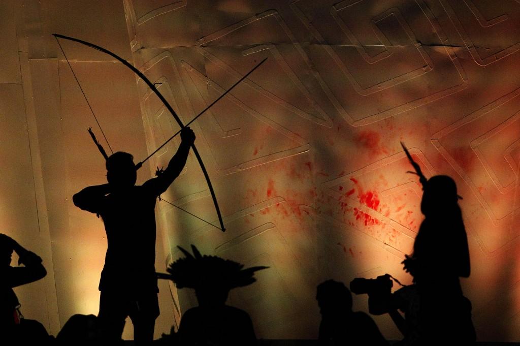 Os Jogos Mundiais Indígenas que estão sendo realizados em Palmas, no estado do Tocantins, seguem até o dia 1º de novembro com exibição das principais modalidades de caráter tradicional. Na tarde do último domingo, 25, na Arena Green, os indígenas fizeram exibições de cabo de guerra, arco e flecha e arremesso de lança. FOTO: RAIMUNDO PACCÓ / DIVULGAÇÃO DATA: 25.10.2015 PALMAS - TO