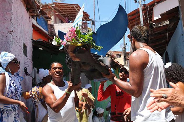 Escultura de grafiteiros acompanha cortejo do Unhão (Foto: Péricles Palmeira l Divulgação)