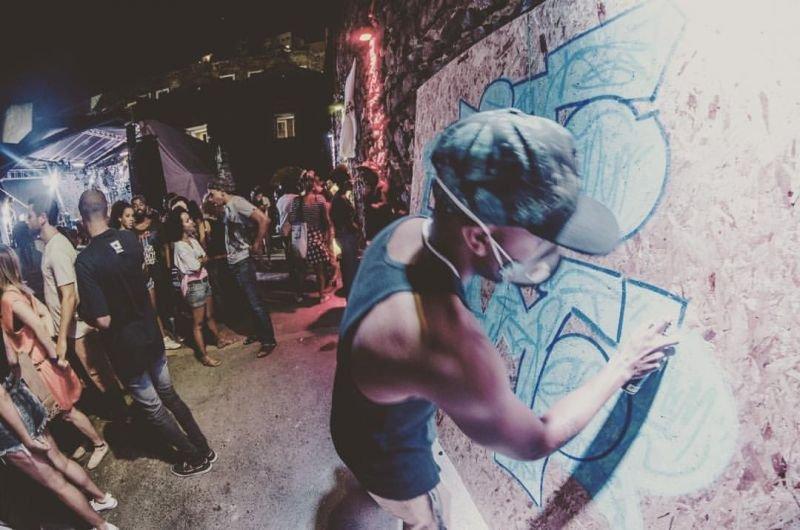 A exposição reúne pinturas, grafittes e ilustrações de Mattos | Foto: Divulgação