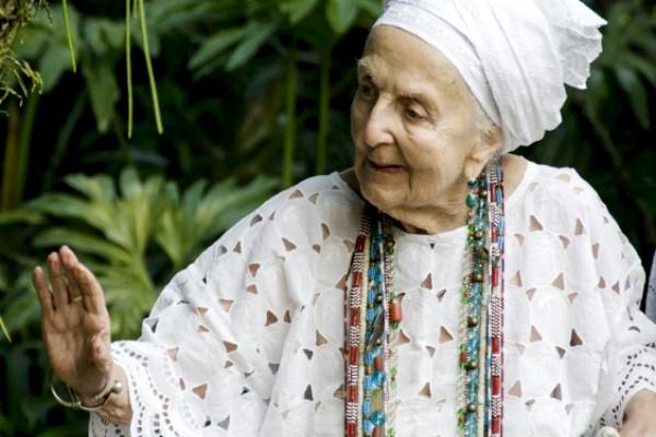A antropóloga francesa Gisele Cossard Binon ficou conhecida na Baixada como Mãe gisele de Iemanjá – Foto: Divulgação/Governo do Rio