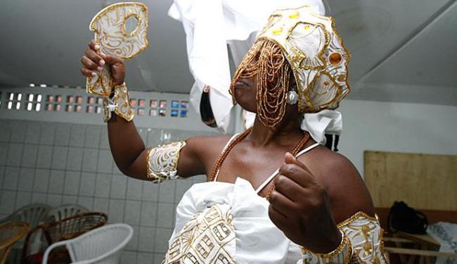 Joá Souza | Ag. A TARDE Iniciada veste indumentária dedicada à iabá Oxum