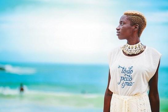 BAZAR  Marca de publicitária baiana lança camisetas em homenagem a Iyemanjá