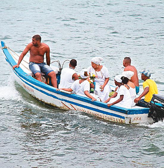 Cerca de 300 embarcações vão levar os presentes(Foto: Evandro Veiga/CORREIO)