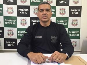 O delegado-chefe da 6ª DP, do Paranoá, Marcelo Portela (Foto: Alexandre Bastos/G1)