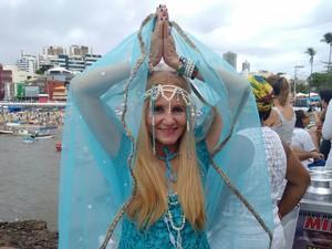 Ana Ramos vestida de Iyemanjá, em Salvador (Foto: Maiana Belo/G1 Bahia)