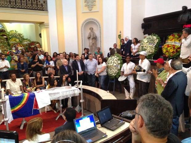Amigos músicos fazem homenagem a Naná Vasconcelos na Alepe (Foto: Malu Veiga / G1)