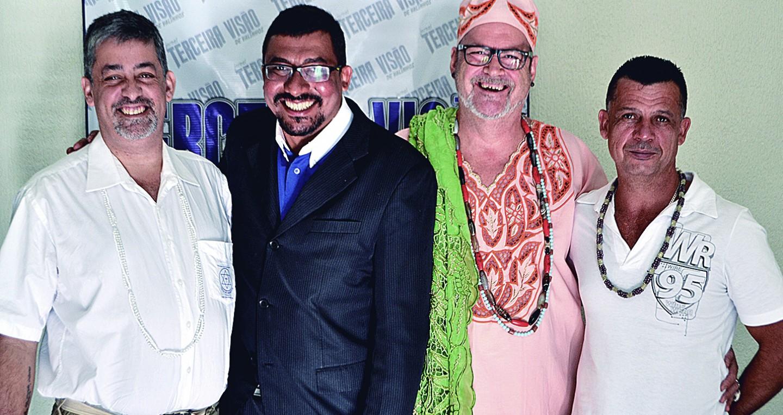 Da esq. para dir.: Pai Joãozinho (presidente Armac), Dr. Tiago Silva, Pai Gita e Pai Apanangô