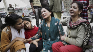 epa04663275 Pakistani Christians react as they arrive to inquire about the victims of twin suicide attacks targetting two churches, at a hospital in Lahore, Pakistan, 15 March 2015. According to reports as many as 14 worshippers may have been killed and up to 50 wounded when two suicide bombers blew themselves up at two Churches in Lahore.  EPA/RAHAT DAR EDITORS NOTE: PICTURE CONTAINS GRAPHIC CONTENTS