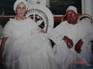IYALORIXÁ KAJAIDÊ DE OXALÁ E BABALAXÉ LUIZ SERGIO EM VISITA AO RIO DE JANEIRO EM 2005.