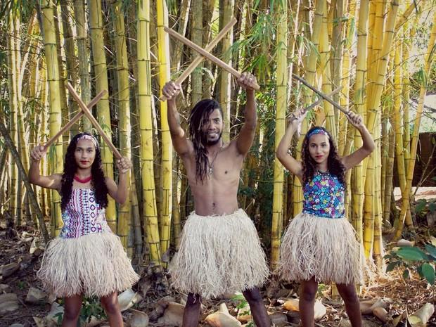 Uma das oficinas promoverá o ensino da dança maculelê, de origem africana com elementos da cultura baiana. (Foto: Washington Kuipers/Serpentário Produções/Divulgação)