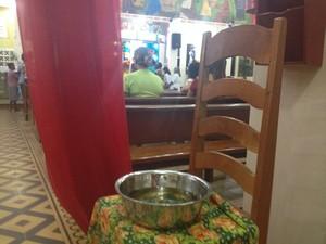 Banho de cheiro é um dos elementos da missa  (Foto: Jéssica Alves/Site)
