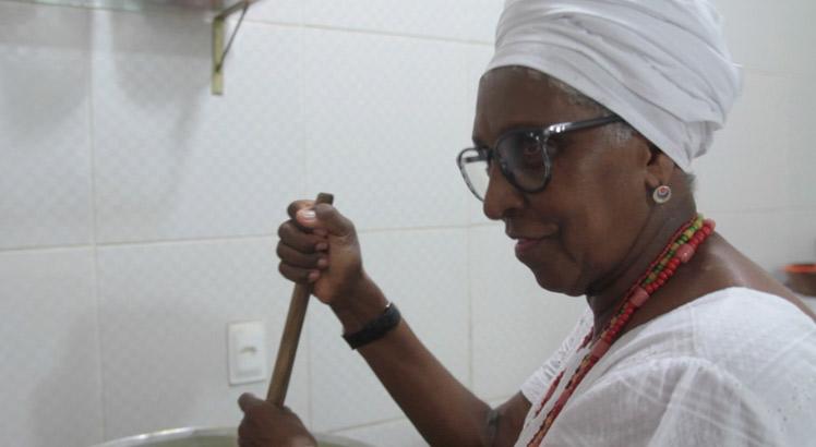 Vera Baroni: a iabassé prepara o prato preferido de Xangô. Foto: J.P. Magero / 485 Filmes