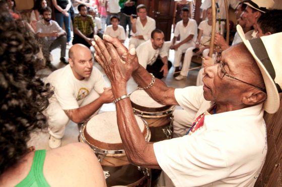 Mestre de capoeira, Ogã do candomblé, sambista de roda, Ananias Ferreira ajudou a dar visibilidade à riqueza do patrimônio espiritual e estético do negro brasileiro