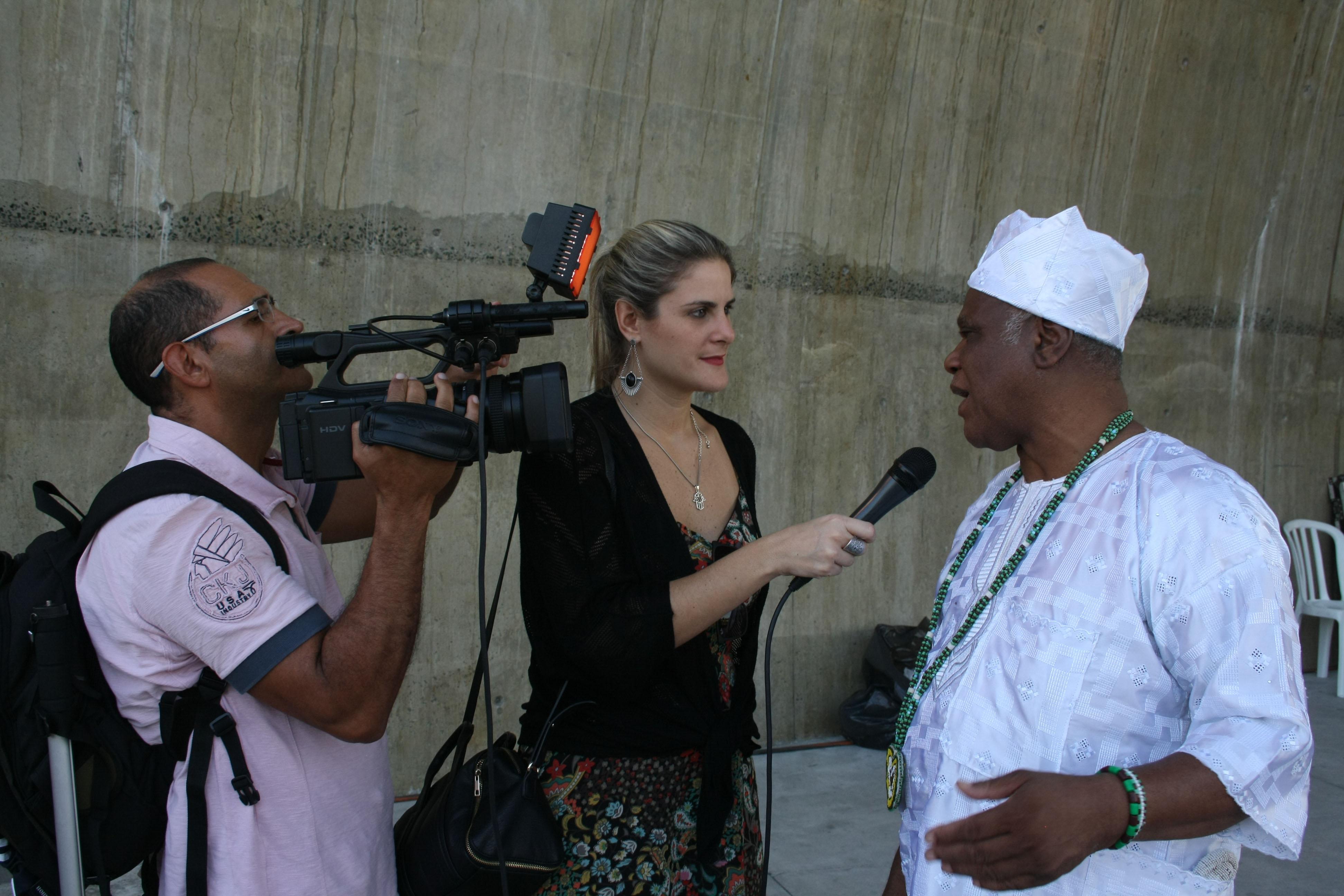 - Ivanir dando entrevista