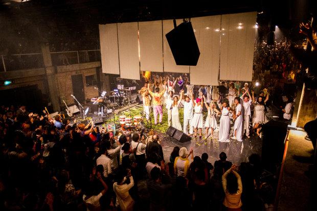 O show de lançamento do disco em São Paulo, no começo deste mês, homenageou a cantora Serena (Foto: Ricardo Ferreira/Divulgação)