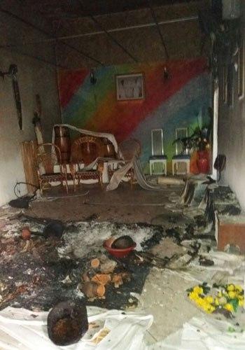 Espaço de Nova Iguaçu foi incendiado e imagens religiosas destruídasWhatsApp O DIA (98762-8248)