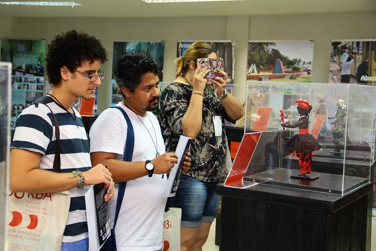 Público aprecia exposição