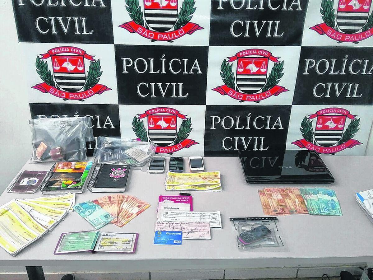 Polícia apreendeu materiais relacionados com venda de droga...Polícia Civil/Divulgação