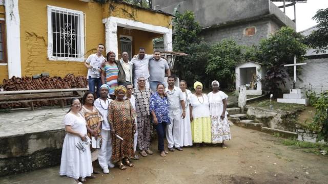 Religiosos estão reunidos em prol da legalização dos terreiros Foto: O Globo / Fabio Rossi