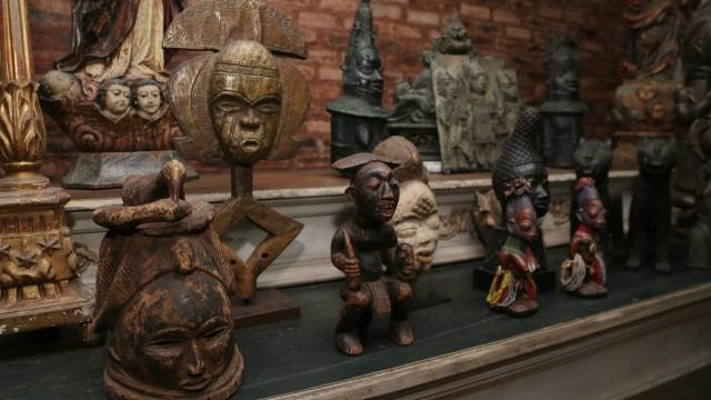 Objetos afros fazem parte de exposição Foto: Cléber Júnior / Extra