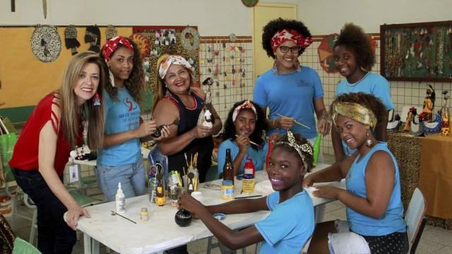 Alunas do curso de artesanato Foto: Fabio Guimaraes / Agência O Globo