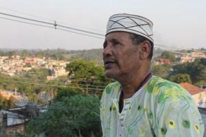 Katulemburange, pai de santo do terreiro de candomblé Asé Ylê do Hozoouane, em Parelheiros. (Foto: Thiago Borges)